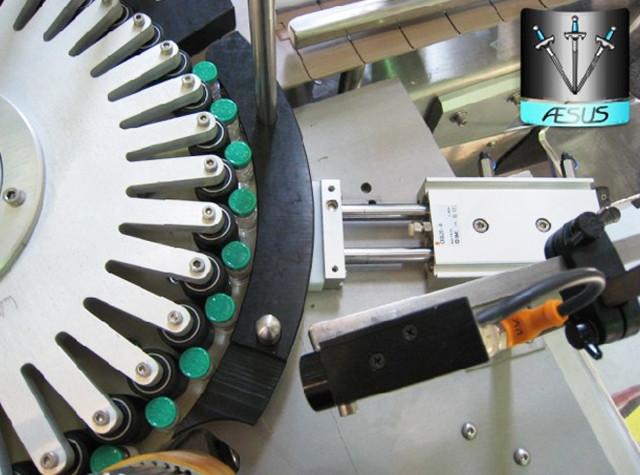 Automatizuotų nestandartinių kūginių butelių nukreiptų konteinerių rotacinių etikečių mašinos informacija