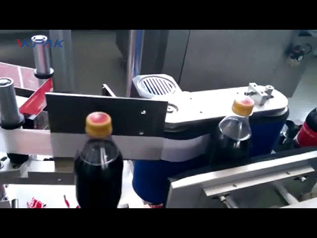 """Automatinė """"Cola"""" butelių etikečių klijavimo mašina"""