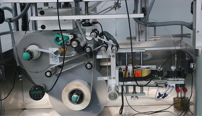 Automatinio dvipusio viršutinio ir apatinio lipdukų etikečių klijavimo mašinos informacija