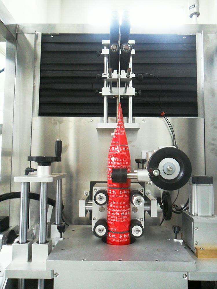 Automatinė plastikinė vandens sulčių butelio šilumos susitraukimo rankovių ženklinimo mašina
