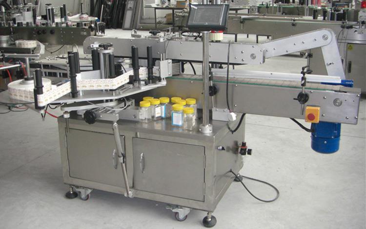 Plokščio butelio dvigubų pusių etikečių klijavimo mašina įvairiems plokščiams kvadratiniams butelių indeliams