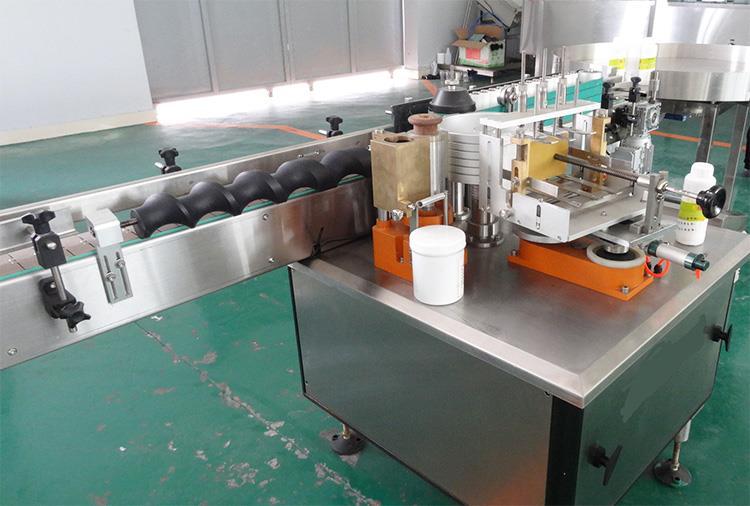 Visiškai automatinė šlapio klijų popieriaus etikečių ženklinimo mašina alkoholio gaminiams