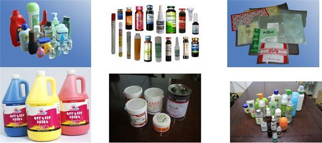 Pavyzdžiai pritaikytai rotacinei etikečių mašinai su konteinerius laikančiomis formomis