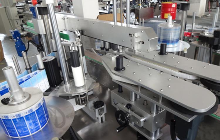 Vertikalaus plastikinio butelio priekinės ir galinės pusės dvigubos pusės etikečių klijavimo mašina